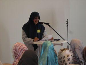 Die Iranische Theologin Shohreh Sadeghi beim Vortrag.